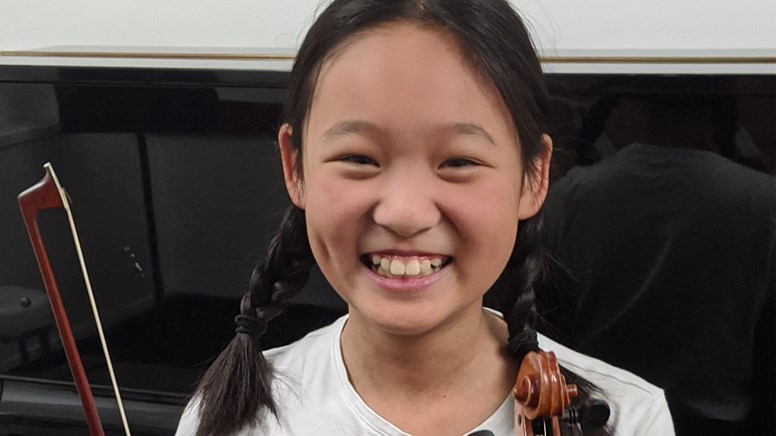 undefined10 year old violinist and young composer Vivienne Lim